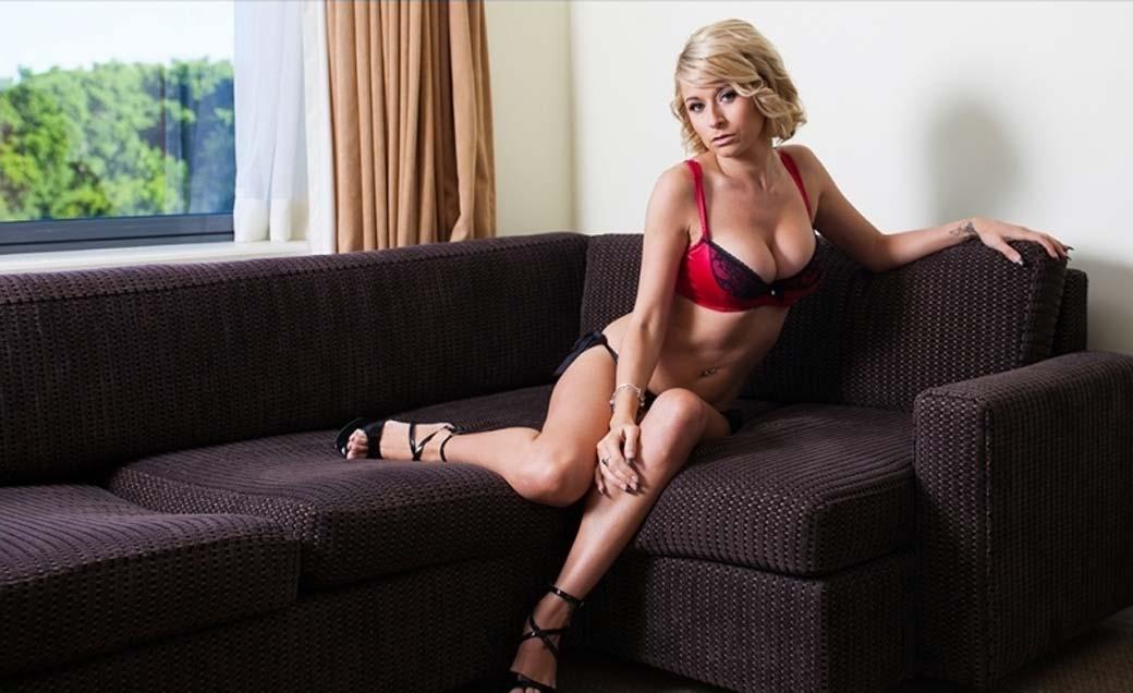 Stripteaseuse Fribourg à domicile